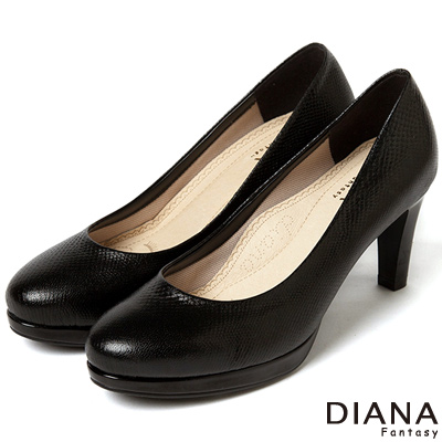 DIANA-超厚切焦糖美人款-原色壓紋真皮跟鞋-黑