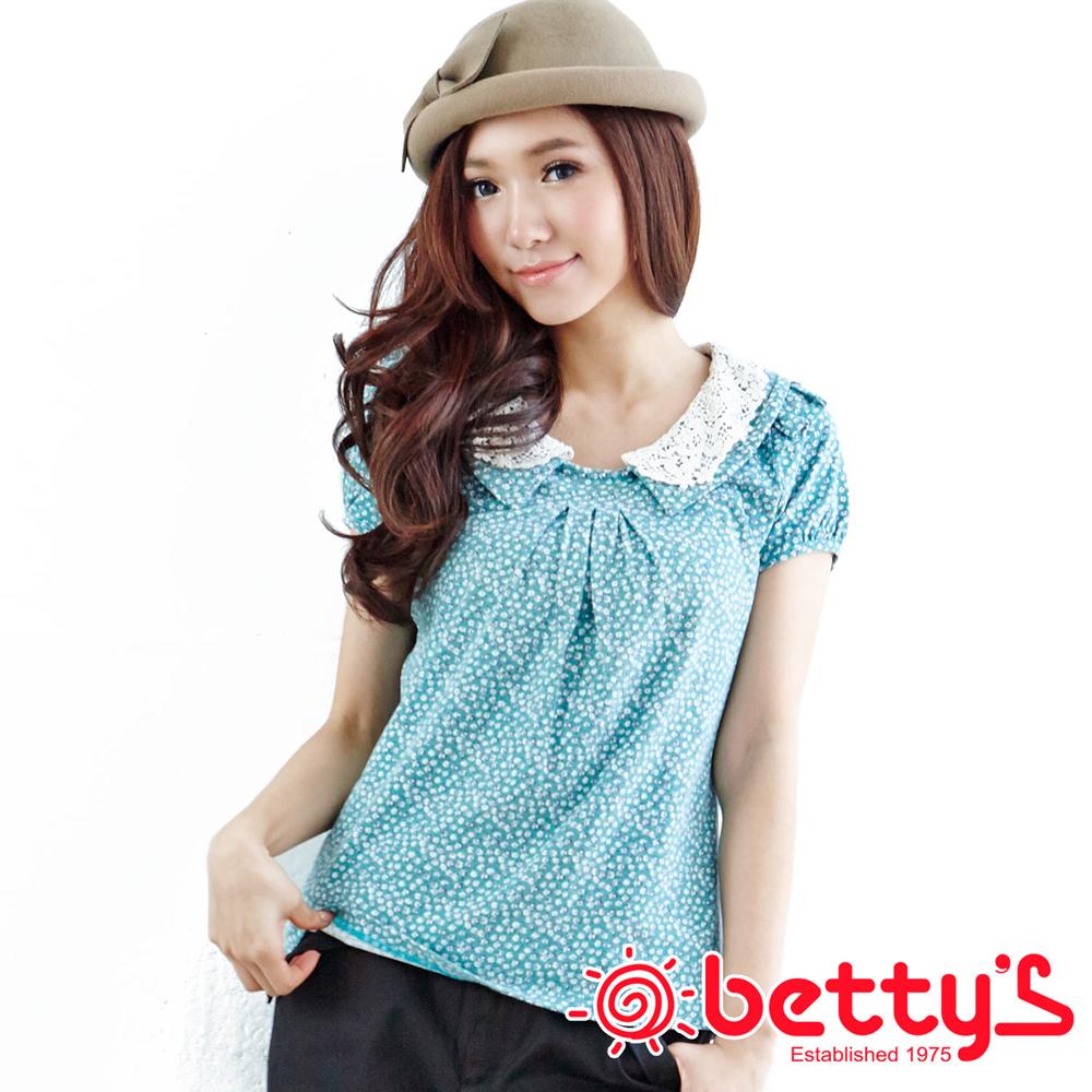 betty's貝蒂思 優雅公主層次碎花蕾絲覆蓋領口設計純棉上衣(軟糖綠)