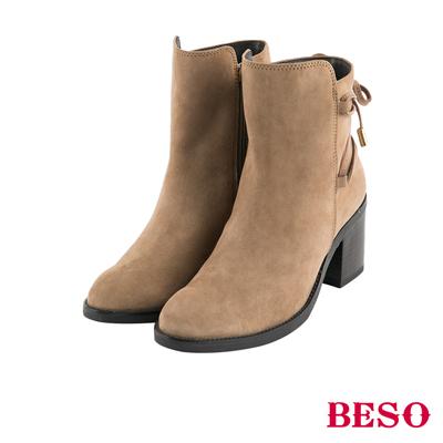 BESO法式女伶 馬甲繫繩綁帶粗跟短靴~卡其