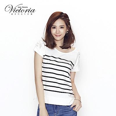 Victoria 肩網布剪接印條紋短袖T-女-白底黑條