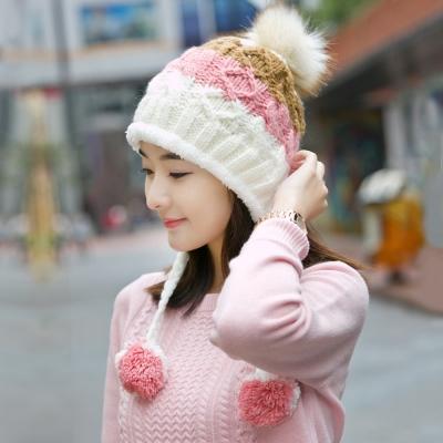 幸福揚邑 雙吊球造型雙層保暖護耳小顏拚色毛球針織毛線帽-白