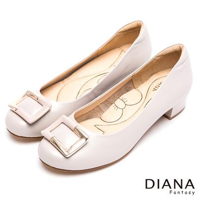 DIANA-漫步雲端蝴蝶結款-歐美時尚方飾釦真皮跟鞋-米