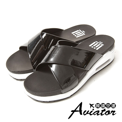 Aviator*韓國空運。正韓製漆皮交叉氣墊顯瘦厚底涼拖鞋-黑