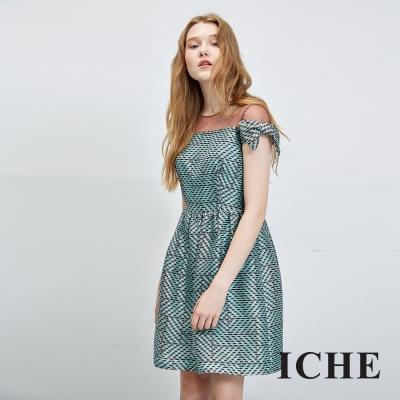 ICHE衣哲 透視水鑽拼接印花禮服洋裝