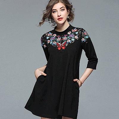 ABELLA 艾貝拉 紅蝴蝶花朵胸口刺繡拼接蕾絲短裙洋裝(M-2XL)