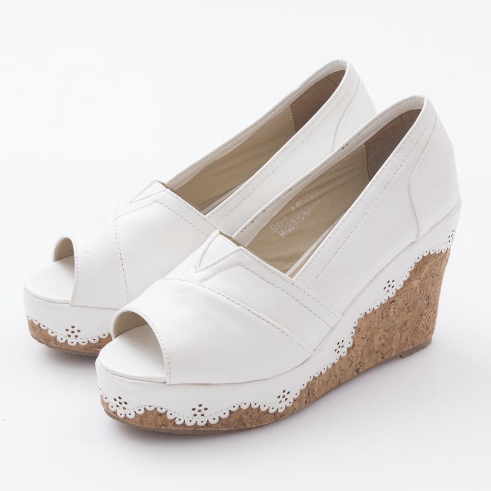 JMS-早春推薦皮革刻花滾邊厚底楔型魚口娃娃鞋-白色