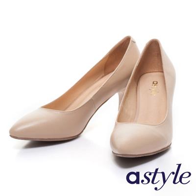 astyle-全真皮素面尖頭高跟鞋-米