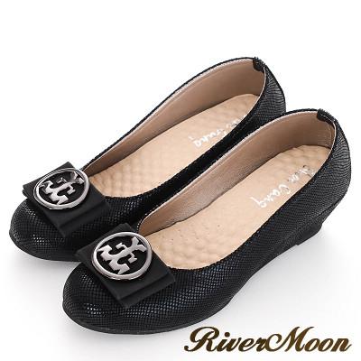 River&Moon通勤-台灣製圓扣朵結厚乳膠楔型包鞋-黑