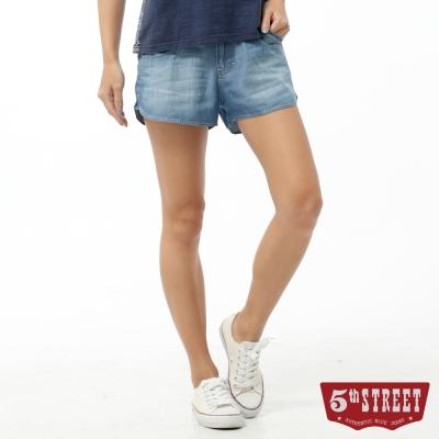 5th STREET 短褲 取線繡花牛仔短褲-女-拔洗藍