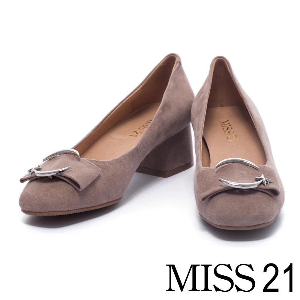 跟鞋 MISS 21 甜美寬帶造型飾釦羊麂皮低跟鞋-灰