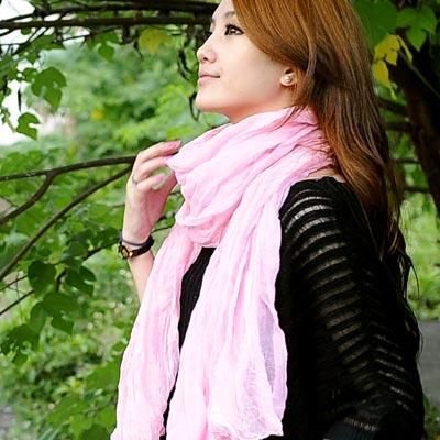 【Aimee Toff】韓版秋冬款純色皺褶加大圍巾(粉)
