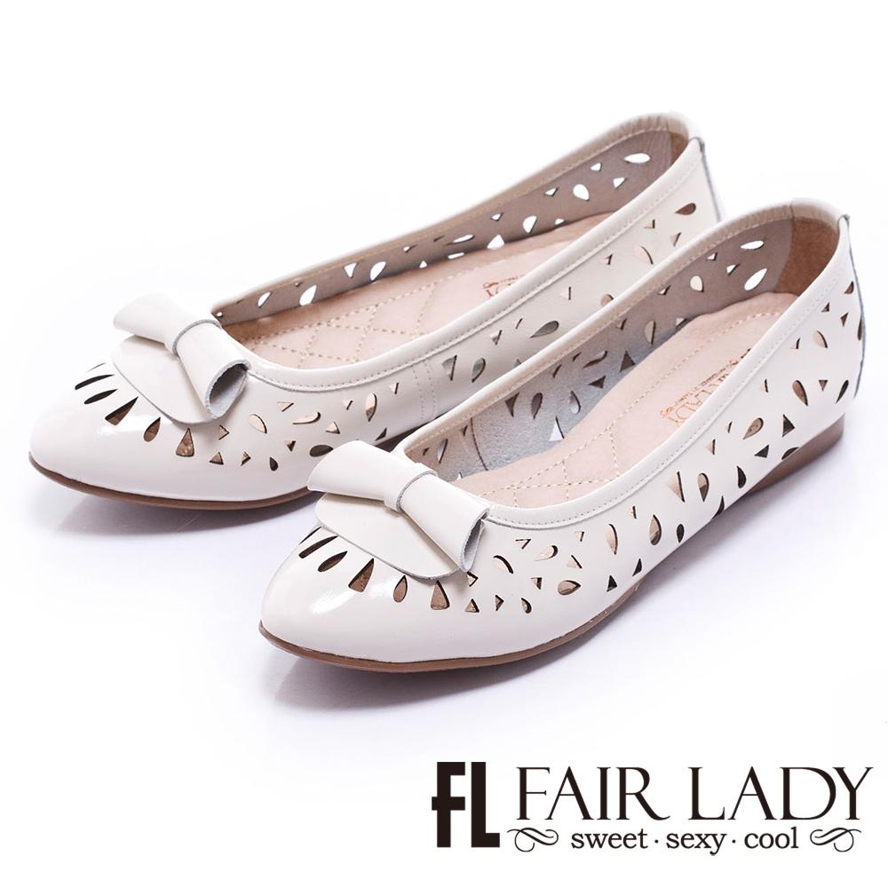 Fair Lady 甜美雕花尖頭娃娃鞋 白