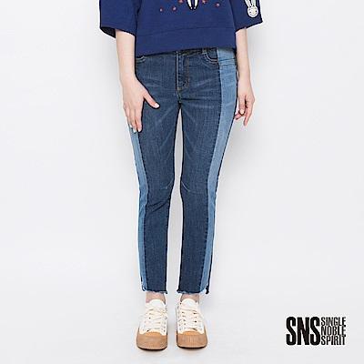 SNS 時尚伸展台雙色拼接牛仔褲(1色)