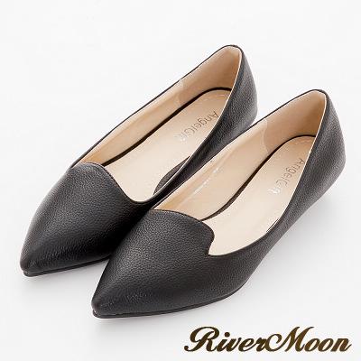 River-Moon尖頭鞋-極簡素面側V曲線荔枝皮紋低跟鞋-黑系