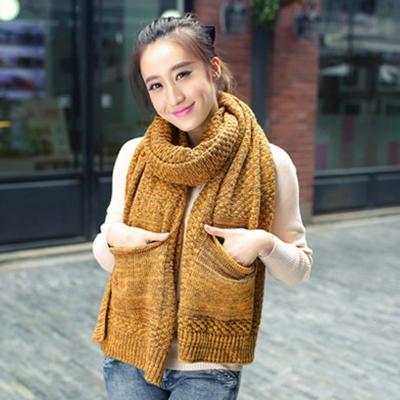 Aimee-Toff-雜訊風格編織保暖口袋圍巾-黃