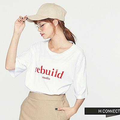 H:CONNECT 韓國品牌女裝-隨性感印字微露背T-shirts-白