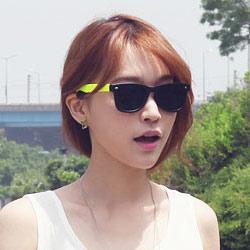 梨花HaNA 韓國進口搶眼螢光色鏡架鉚釘太陽眼鏡-黃