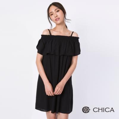 CHICA 浪漫赫本式復古荷葉袖露肩設計洋裝(2色)