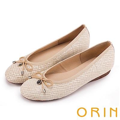 ORIN 輕熟魅力 經典鏡面牛皮壓紋娃娃鞋-米色