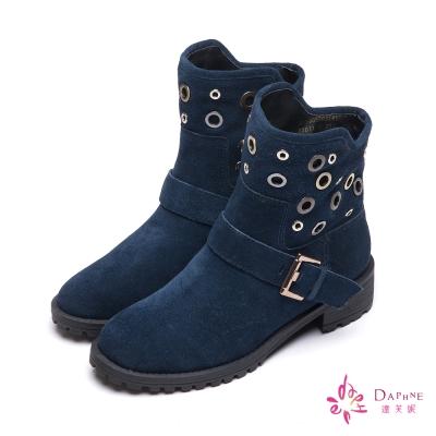 達芙妮DAPHNE-率性自我縷空圓型釘釦麂皮短靴