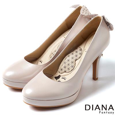 DIANA-超厚切LADY款-蝶舞飛揚珠光真皮跟鞋-淺粉