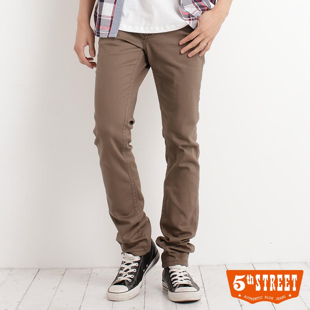5th STREET窄直筒 基本原色休閒褲-男-褐色
