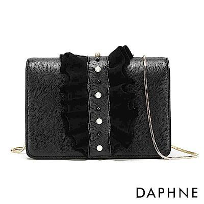 達芙妮DAPHNE-皺摺荷葉邊金屬鍊條斜背包-黑