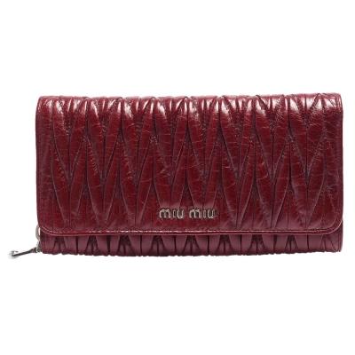 MIU MIU Matelasse Lux系列釦亮羊皮皺摺雙釦長夾(棗紅)