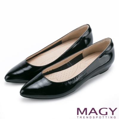 MAGY 清新氣質款 親膚舒適尖頭平底鞋-鏡黑