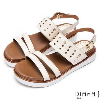 DIANA 夏日率性—質感壓紋牛皮點綴金屬鉚釘平底涼鞋 –米白