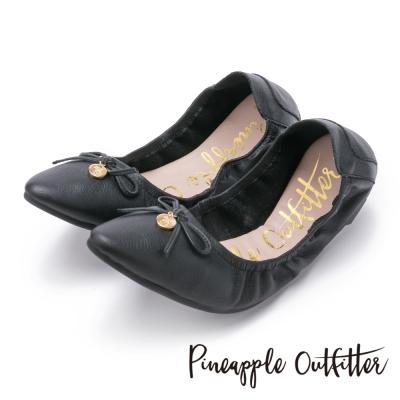 Pineapple Outfitter 個性時尚  蝴蝶結金屬圓牌尖頭娃娃鞋-黑色