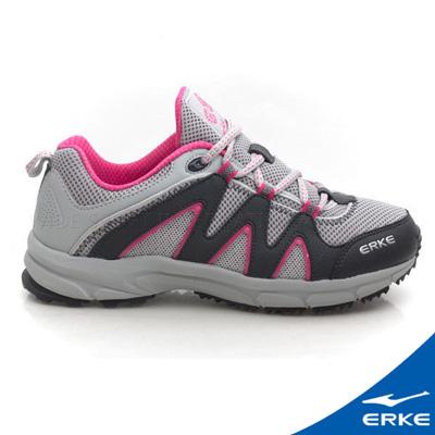 ERKE 鴻星爾克。女運動登山越野跑鞋-淺灰/炫玫紅