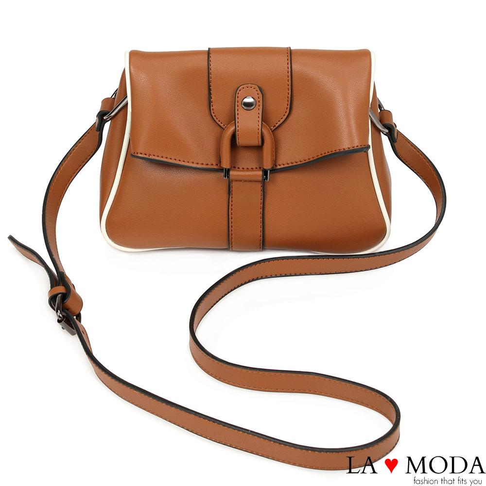 La Moda 潮流必備復古設計感肩背大釦環斜背包(棕)