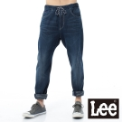 Lee 牛仔褲 3D鬆緊綁袋腰頭針織哈倫褲-男款(藍)