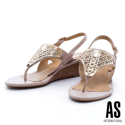 AS-幾何造型金屬飾片羊皮夾腳楔型涼鞋-米