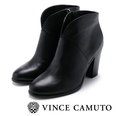 Vince Camuto V型剪裁復古粗跟靴-黑色