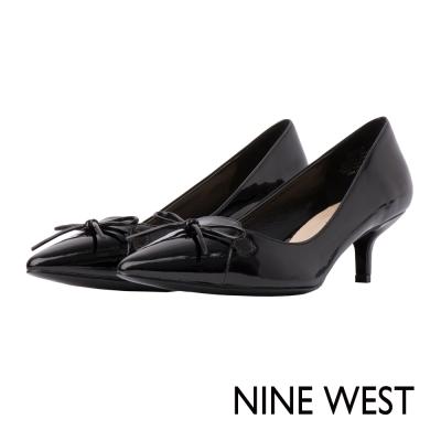 NINE-WEST-氣質蝴蝶結飾漆皮低跟鞋-質感黑