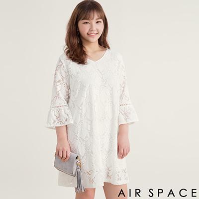 AIR SPACE PLUS 枝葉蕾絲圓領喇叭袖洋裝(白)