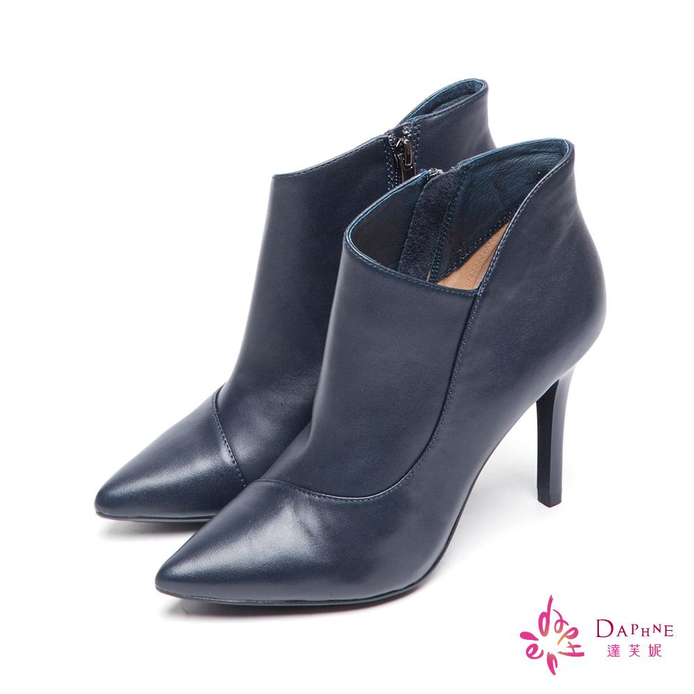 達芙妮x高圓圓 圓漾系列法式優雅尖頭斜口高跟短靴-別緻藍8H