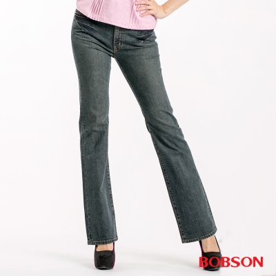 BOBSON 女款中腰後口袋刺繡喇叭褲