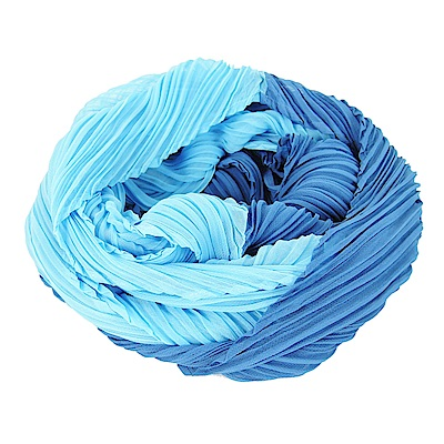 ISSEY MIYAKE 三宅一生 PLEATS PLEASE 雙色漸層O型圍巾(水藍)