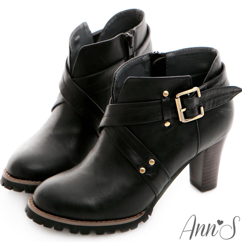 Ann'S時髦部落客.V口釦帶交叉踝靴-黑