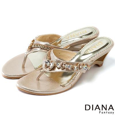 DIANA-創意設計-蝶式水鑽夾腳涼跟鞋-金