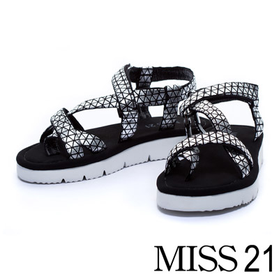 MISS 21 極簡優雅三角布材質護趾休閒平底涼鞋-銀