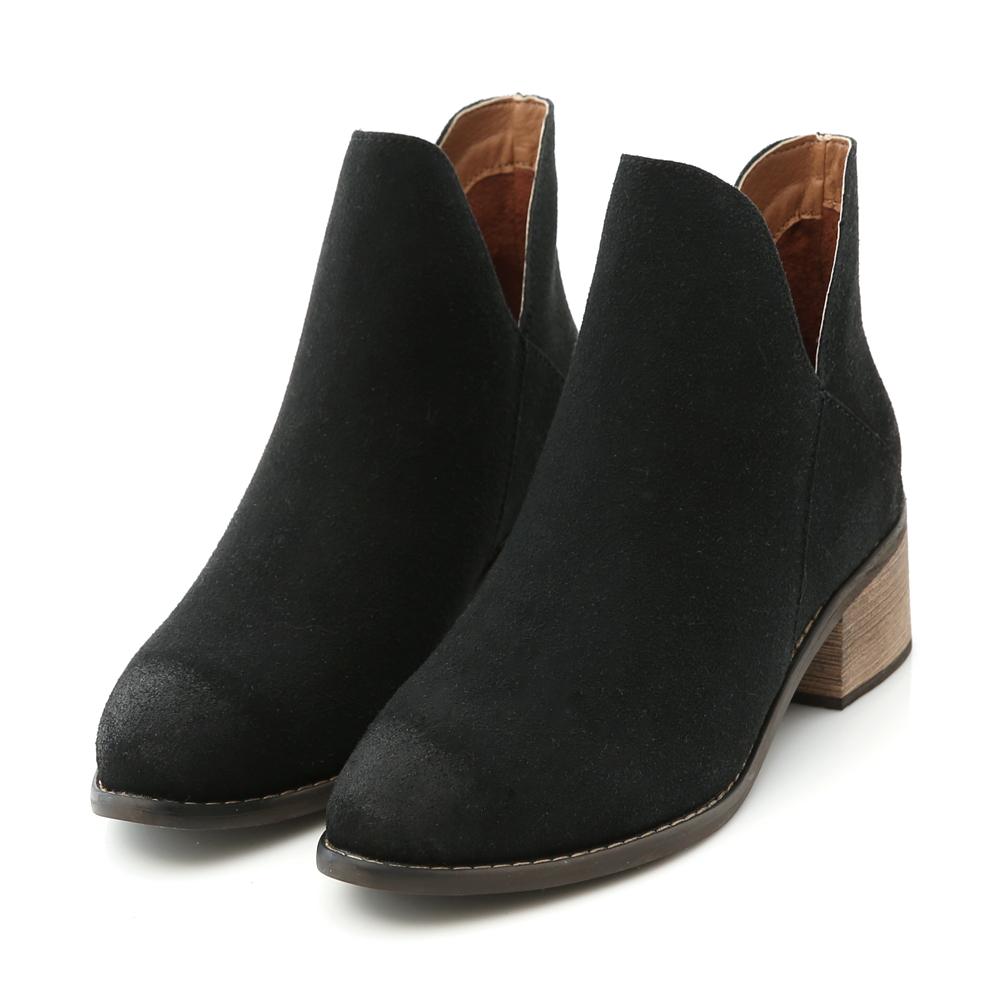 D+AF 獨特風潮.仿舊感側V口尖頭短靴*黑