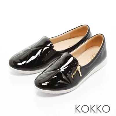 KOKKO-城市漫步軟底漆皮休閒平底便鞋-黑