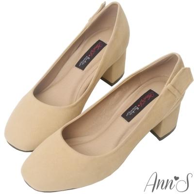 Ann'S時髦知性-質感絨布皮帶造型方頭粗跟包鞋-杏