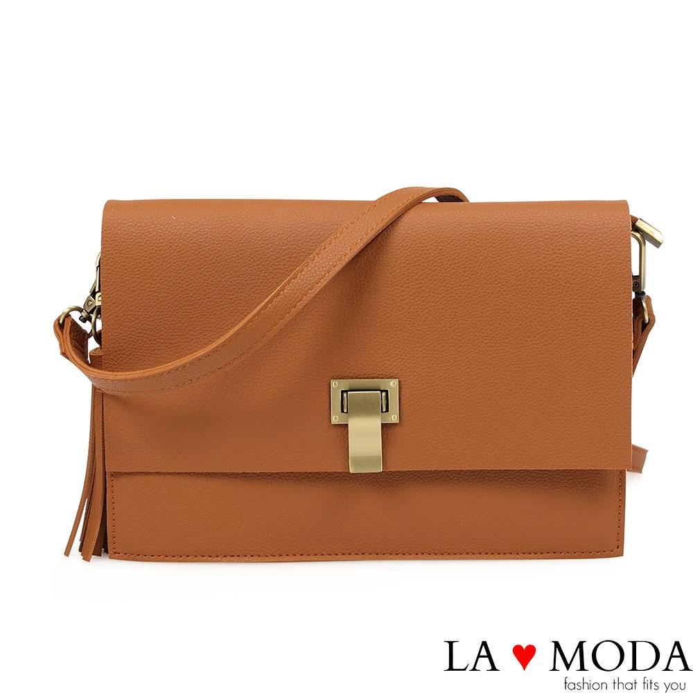 La Moda 輕便好攜帶特殊釦飾流蘇肩背斜背方包(棕)