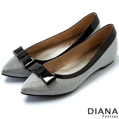 DIANA-崇尚潮流-立體蝴蝶結飾釦尖頭內增高鞋