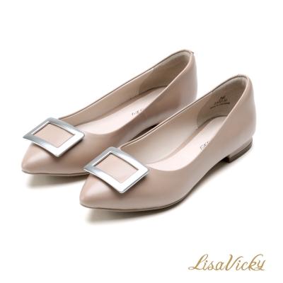 LisaVicky 金屬方釦經典優雅牛皮低跟鞋-氣質粉膚